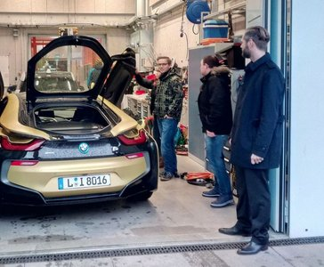 Guest lecture and presentation of the hybrid vehicle BMW i8 by Dr.-Ing. A. Peter