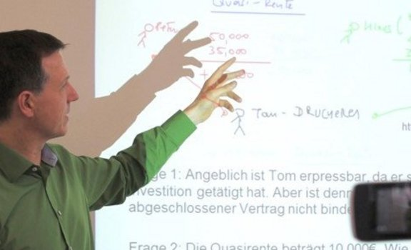 Prof. Ralph Sonntag in his lecture