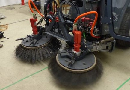 Project ELECTRIC SWEEPER with HAKO GmbH: Electric motor instead of hydraulically driven brushes